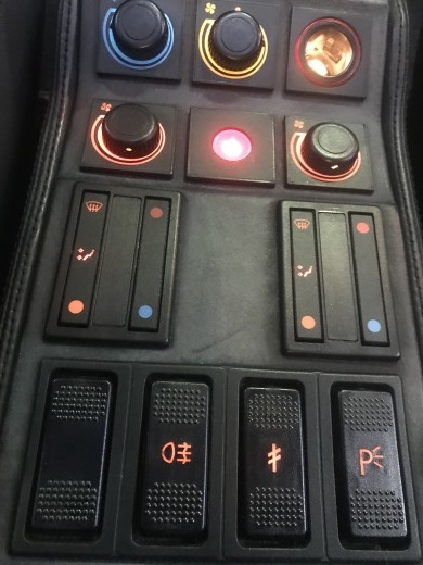 Ferrari 328, GTBtruboのHazard switchの故障_a0129711_18284451.jpg