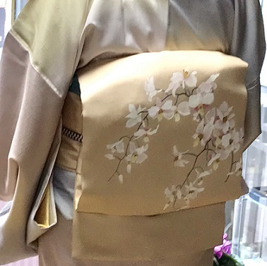 ご来店のお客様・春色の石下結城紬に蘭の染帯。_f0181251_17004808.jpg