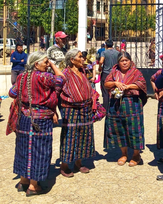 男性の民族衣装がユニーク ソロラの街@グアテマラ_a0092659_12262409.jpg