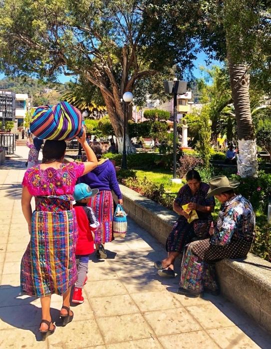 男性の民族衣装がユニーク ソロラの街@グアテマラ_a0092659_12282641.jpg