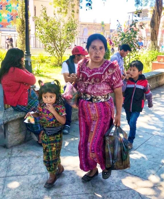 男性の民族衣装がユニーク ソロラの街@グアテマラ_a0092659_12314862.jpg