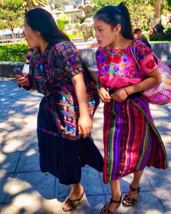 男性の民族衣装がユニーク ソロラの街@グアテマラ_a0092659_12425474.jpg