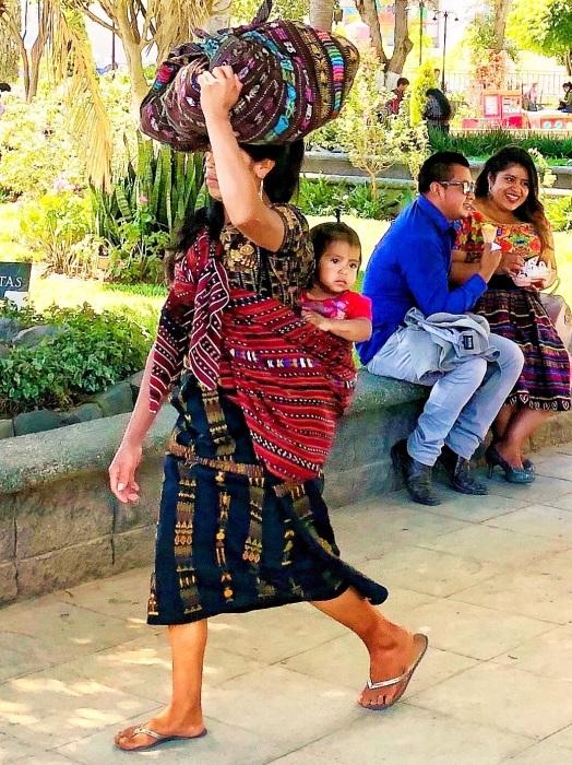 男性の民族衣装がユニーク ソロラの街@グアテマラ_a0092659_12430818.jpg