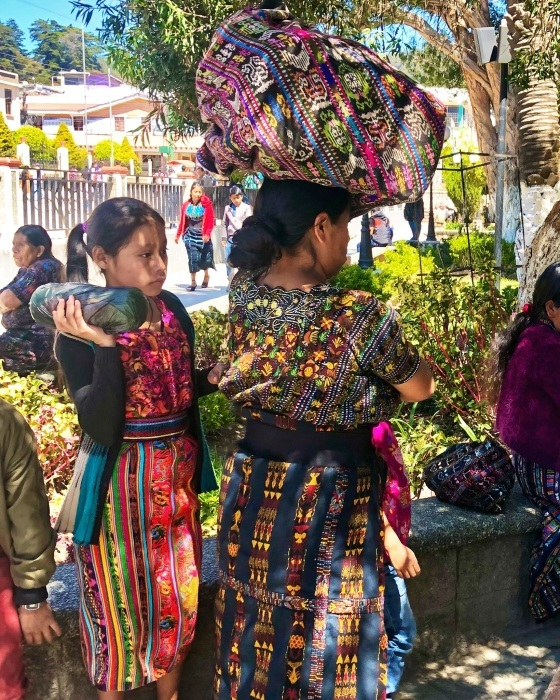 男性の民族衣装がユニーク ソロラの街@グアテマラ_a0092659_12433349.jpg