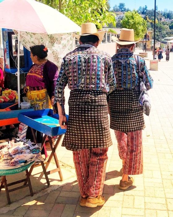 男性の民族衣装がユニーク ソロラの街@グアテマラ_a0092659_12510199.jpg