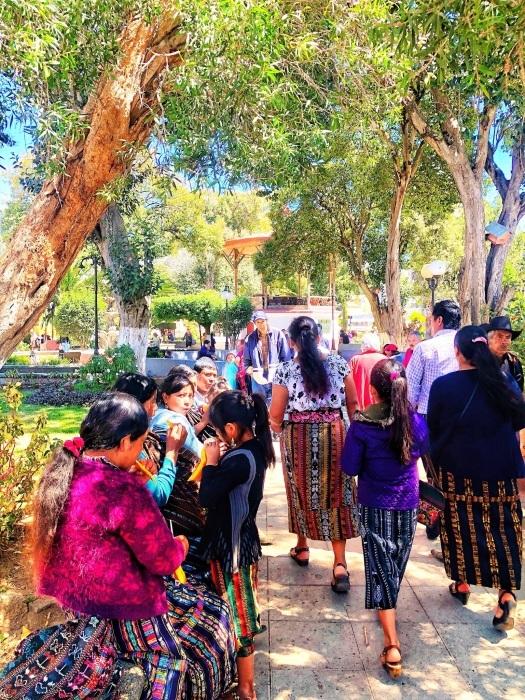 男性の民族衣装がユニーク ソロラの街@グアテマラ_a0092659_12542635.jpg