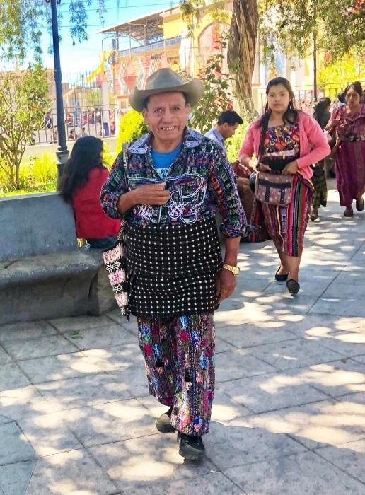 男性の民族衣装がユニーク ソロラの街@グアテマラ_a0092659_12572675.jpg