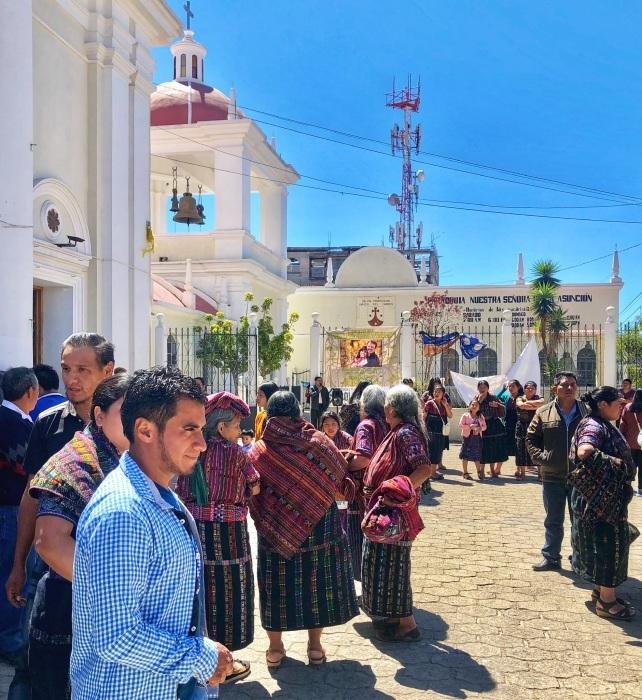 男性の民族衣装がユニーク ソロラの街@グアテマラ_a0092659_13020763.jpg