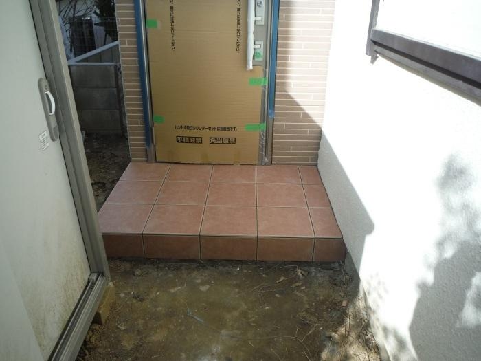 駐車場、屋根、玄関、室内 ~ 玄関増築の完成。_d0165368_04563537.jpg
