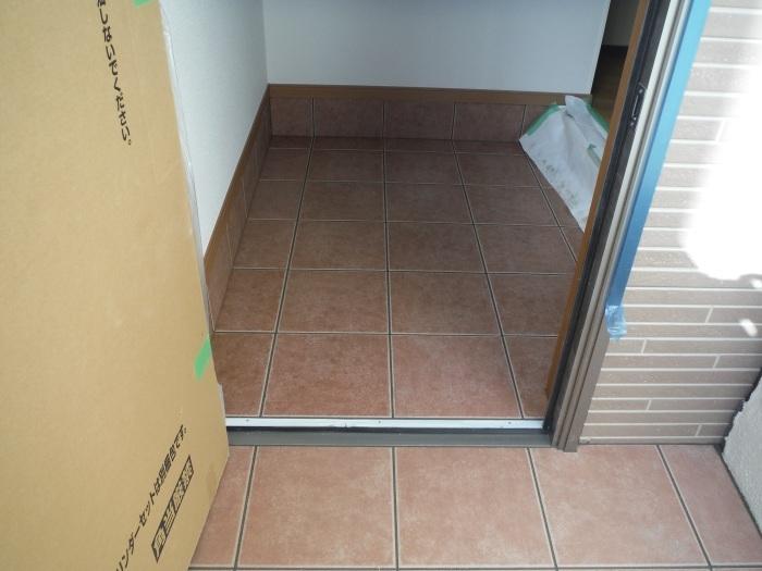 駐車場、屋根、玄関、室内 ~ 玄関増築の完成。_d0165368_04564412.jpg