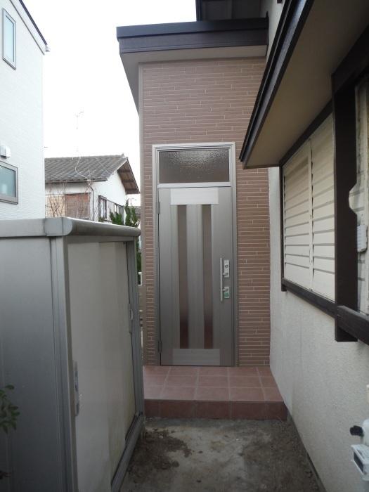 駐車場、屋根、玄関、室内 ~ 玄関増築の完成。_d0165368_04570960.jpg