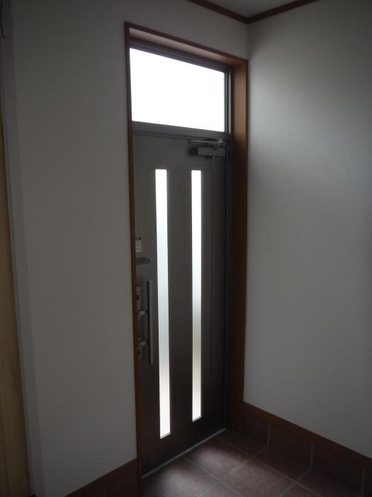 駐車場、屋根、玄関、室内 ~ 玄関増築の完成。_d0165368_04573123.jpg