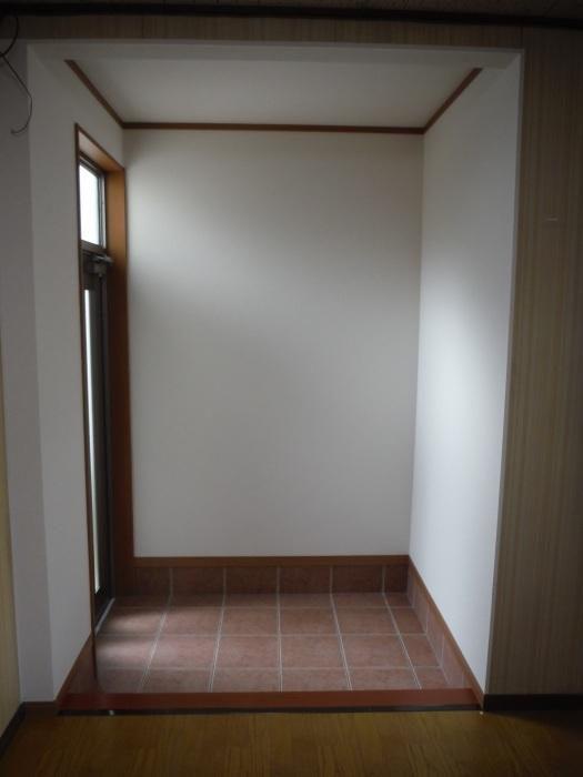 駐車場、屋根、玄関、室内 ~ 玄関増築の完成。_d0165368_04574520.jpg