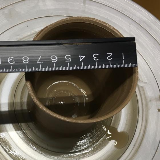 重さと大きさ 180gの土で湯飲みを作成_b0232876_18300374.jpg
