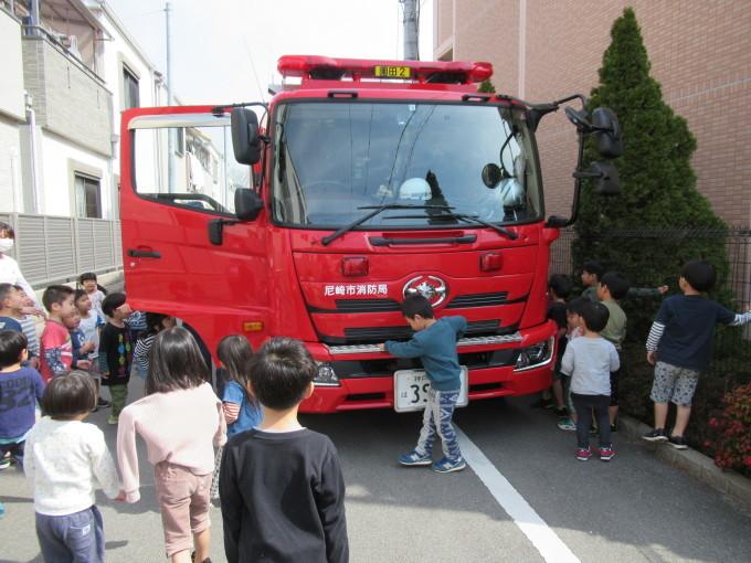 消防車がやってきたよ!_c0197584_14351057.jpg