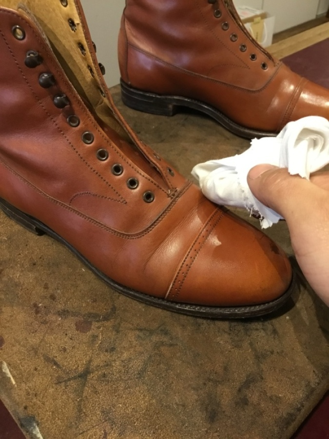 【旧ロゴGRENSON】古靴に残った古クリームを落とす_f0283816_12153588.jpg