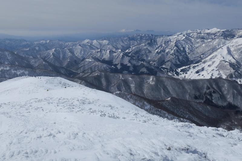 ヤカイ沢からの平標山と仙ノ倉山 (谷川連峰)_f0126932_20090529.jpg