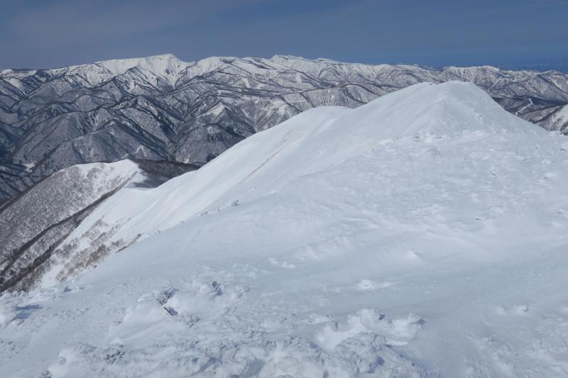 ヤカイ沢からの平標山と仙ノ倉山 (谷川連峰)_f0126932_20091407.jpg