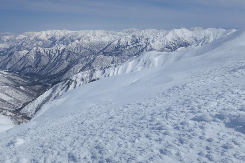 ヤカイ沢からの平標山と仙ノ倉山 (谷川連峰)_f0126932_20095117.jpg
