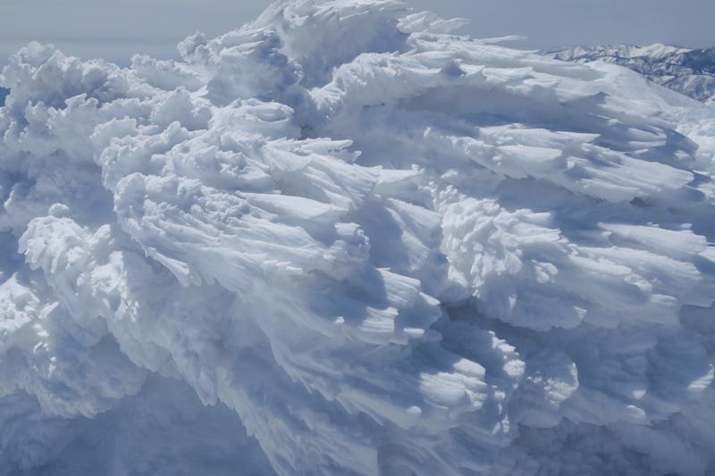 ヤカイ沢からの平標山と仙ノ倉山 (谷川連峰)_f0126932_20103323.jpg