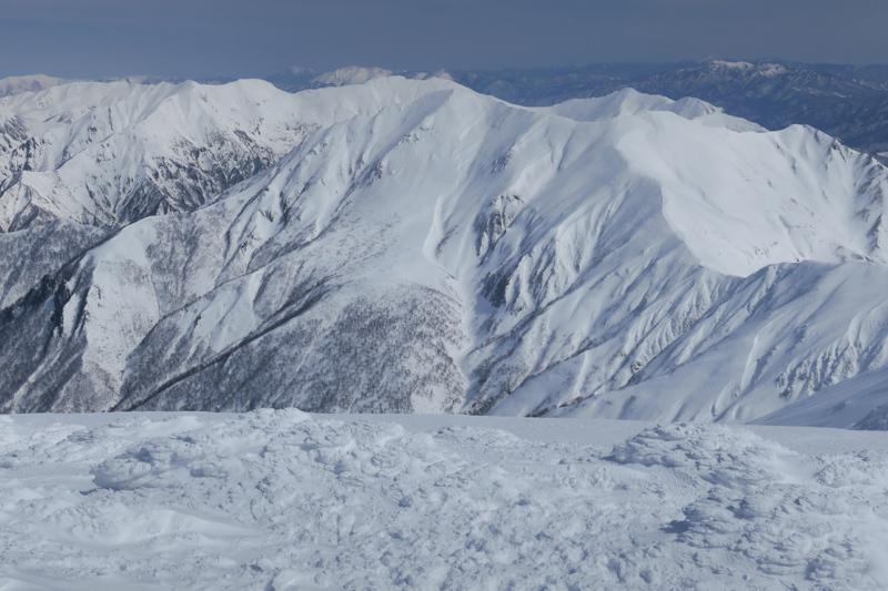 ヤカイ沢からの平標山と仙ノ倉山 (谷川連峰)_f0126932_20112944.jpg