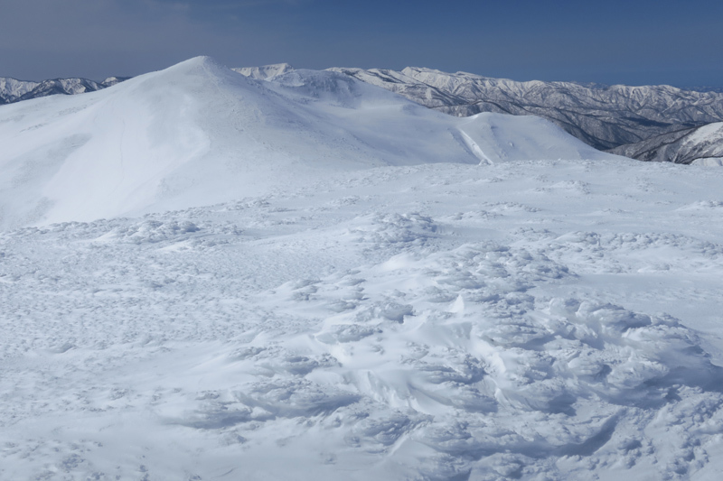 ヤカイ沢からの平標山と仙ノ倉山 (谷川連峰)_f0126932_20113820.jpg