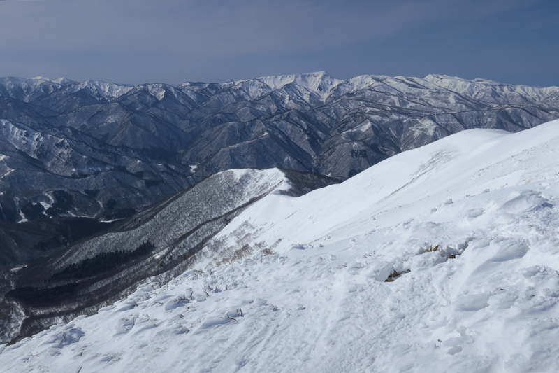 ヤカイ沢からの平標山と仙ノ倉山 (谷川連峰)_f0126932_20120252.jpg