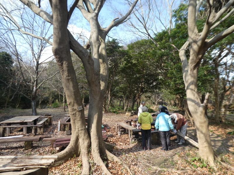テーブルの解体&新設・・・うみべの森_c0108460_16261605.jpg