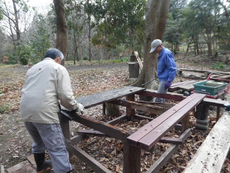 テーブルの解体&新設・・・うみべの森_c0108460_16274908.jpg