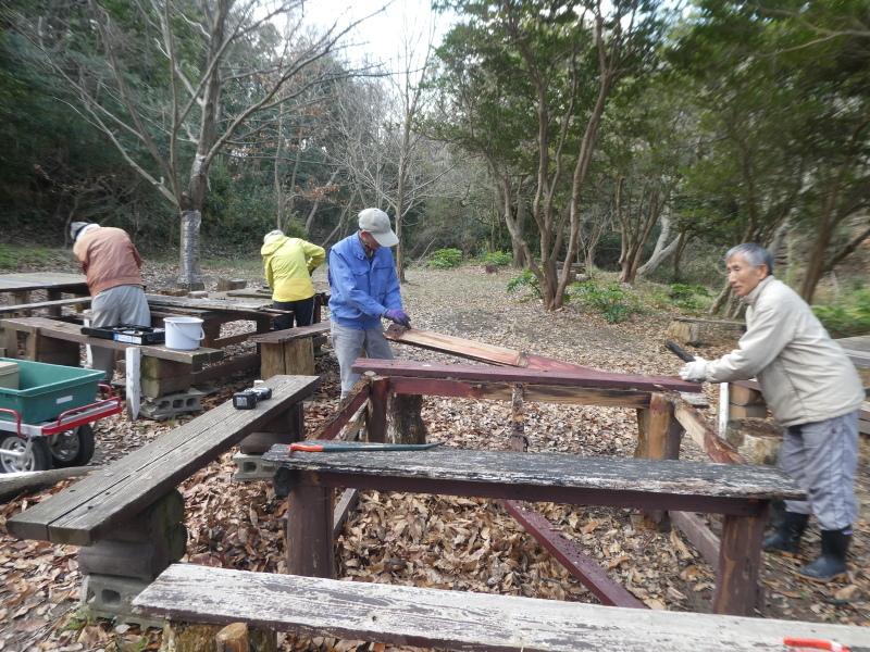 テーブルの解体&新設・・・うみべの森_c0108460_16275023.jpg
