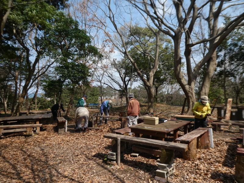 テーブルの解体&新設・・・うみべの森_c0108460_16300272.jpg