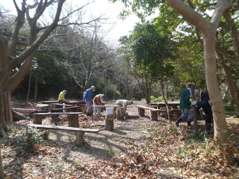テーブルの解体&新設・・・うみべの森_c0108460_16300350.jpg