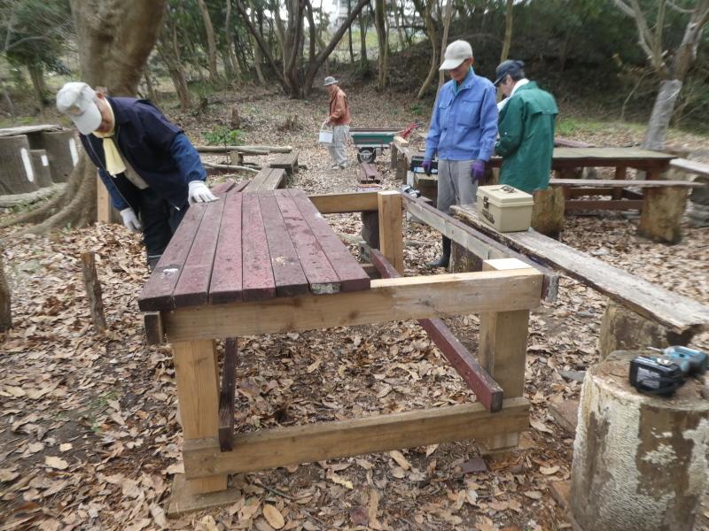 テーブルの解体&新設・・・うみべの森_c0108460_16304394.jpg