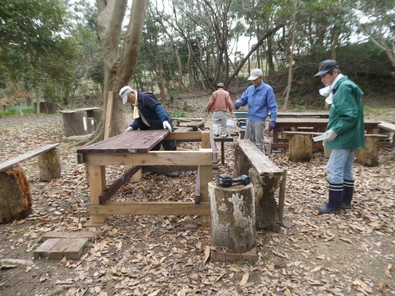 テーブルの解体&新設・・・うみべの森_c0108460_16304538.jpg