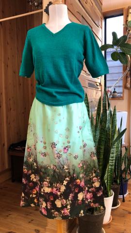 新作 綺麗なお花柄 布のスカート 入荷しました_d0187468_12501973.jpg