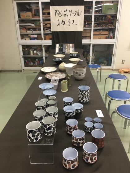 公民館の陶芸サークルで、サークル内展示、無観戦展示!、作陶は釉薬掛けと削り…。_b0232876_16400911.jpg