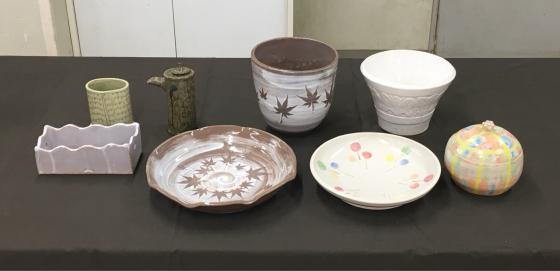 公民館の陶芸サークルで、サークル内展示、無観戦展示!、作陶は釉薬掛けと削り…。_b0232876_16401397.jpg