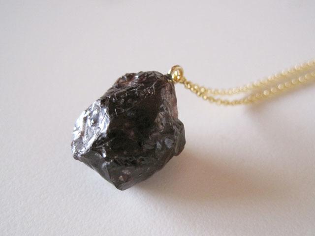 新作:モルガナイトの原石ピアス/pink beryl/Brazil 14kgf_e0266690_01162475.jpg