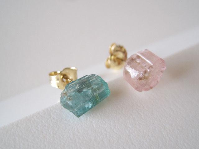 新作:モルガナイトの原石ピアス/pink beryl/Brazil 14kgf_e0266690_01181236.jpg