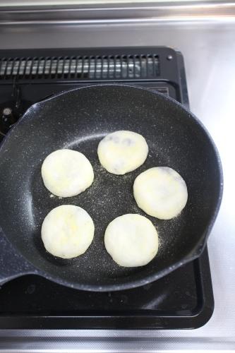 フライパンで作る 薄皮あんパン_e0343145_22203134.jpg