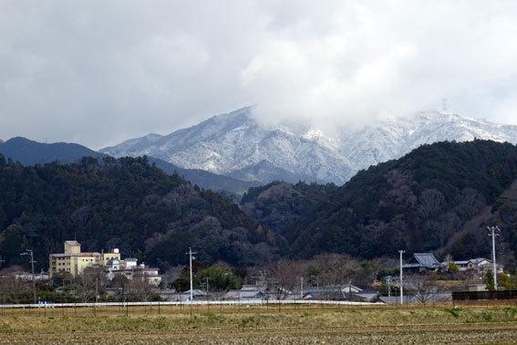 雪から桜へバトンタッチ_b0145296_10205502.jpg