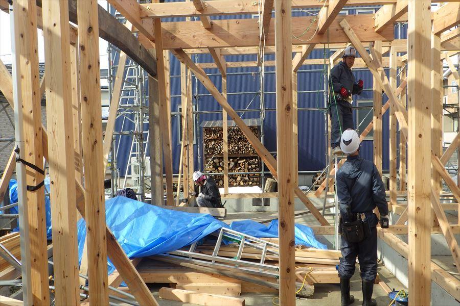 下太田 古材新築の家 建て方作業進行中です。_f0105112_03592032.jpg