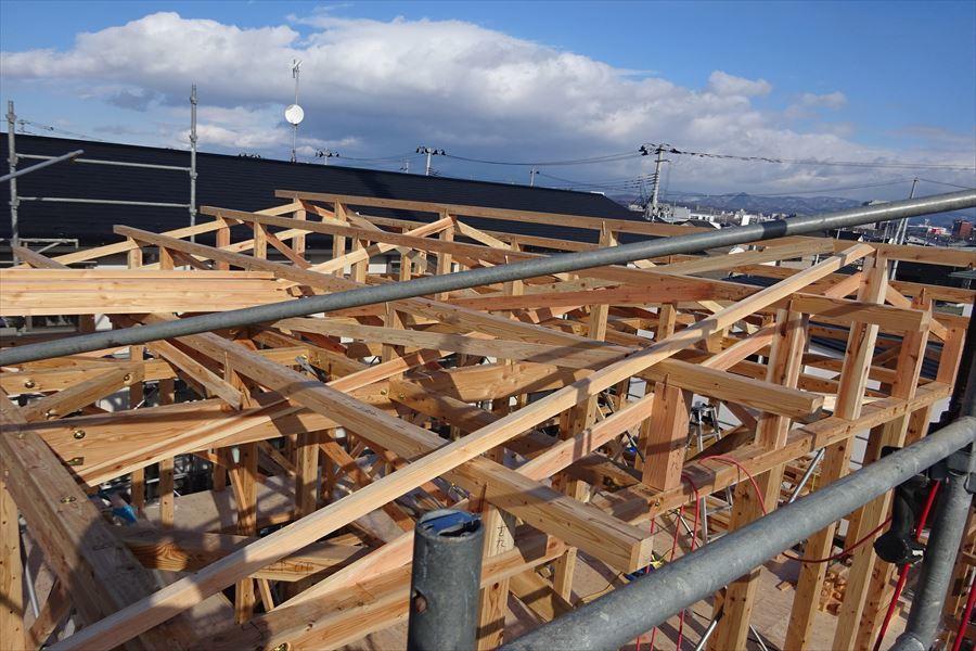 下太田 古材新築の家 建て方作業進行中です。_f0105112_04053968.jpg