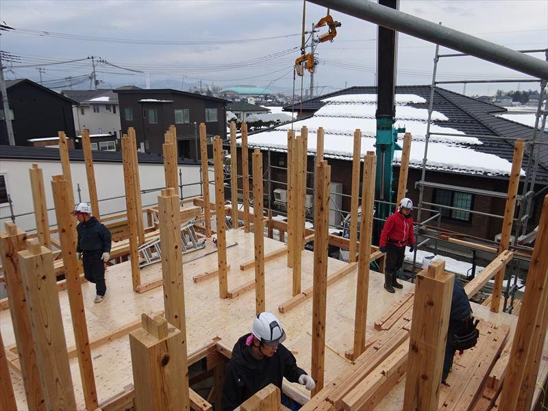下太田 古材新築の家 建て方作業進行中です。_f0105112_04054007.jpg