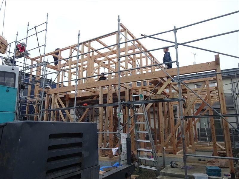下太田 古材新築の家 建て方作業進行中です。_f0105112_04054048.jpg