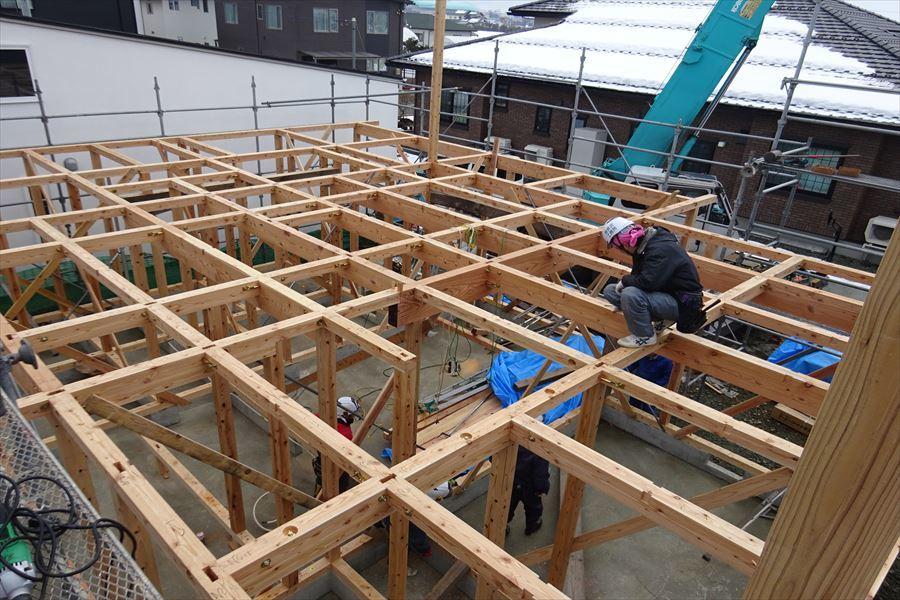 下太田 古材新築の家 建て方作業進行中です。_f0105112_04054098.jpg