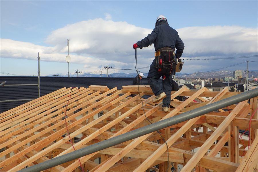 下太田 古材新築の家 建て方作業進行中です。_f0105112_04114910.jpg