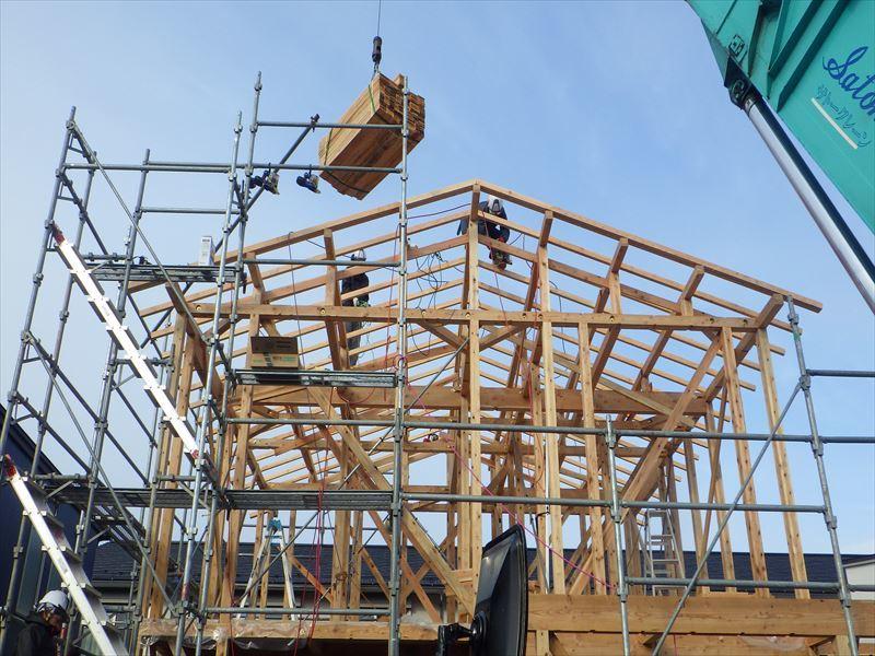 下太田 古材新築の家 建て方作業進行中です。_f0105112_04114942.jpg