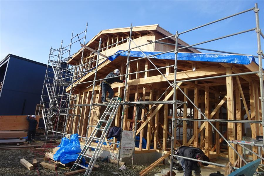 下太田 古材新築の家 建て方作業進行中です。_f0105112_04170281.jpg