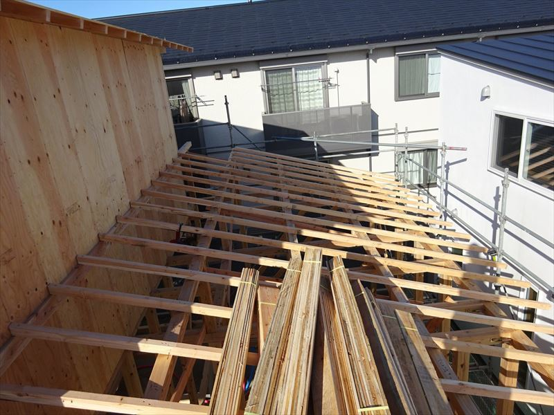下太田 古材新築の家 建て方作業進行中です。_f0105112_04170366.jpg